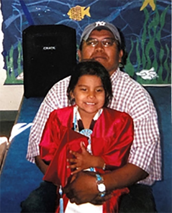 sydnee yazzie with father
